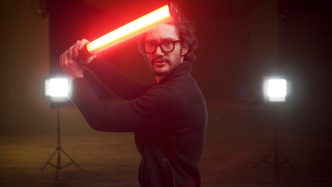 """Blank. REVIEW: Godox LC500R: una """"spada laser"""" per il tuo set?"""